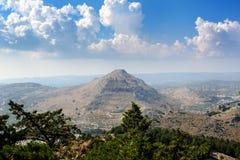 Opinión aérea sobre el valle de la montaña de la isla de Rodas, Grecia Imagenes de archivo