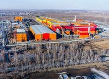 Opinión aérea sobre fábrica de hierro y de acero de los trabajos Rusia Imagenes de archivo