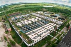 Opinión aérea sobre la estación grande del agua de aguas residuales Fotografía de archivo libre de regalías