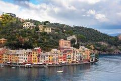 Opinión aérea sobre laguna cerca de la ciudad de Portofino en Liguria, Italia Fotografía de archivo libre de regalías
