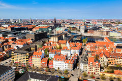 Opinión aérea sobre las azoteas y los canales de Copenhague Imagenes de archivo
