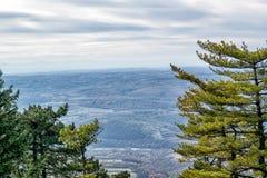 Opinión aérea sobre las montañas y los bosques en Serbia Foto de archivo libre de regalías