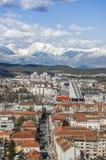 Paisaje urbano de Ljubljana con las montañas Fotografía de archivo