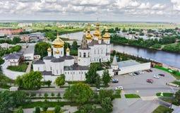 Opinión aérea sobre monasterio de la trinidad santa Tyumen Imágenes de archivo libres de regalías