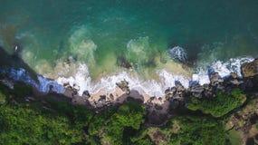 Opinión aérea sobre orilla del océano Fotos de archivo