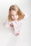 Opinión aérea un cabrito rubio que se enfurruña en sus pijamas Fotografía de archivo