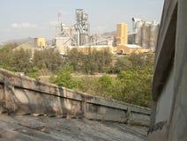 Opinión abajo de la escalera y de la fábrica Fotos de archivo libres de regalías