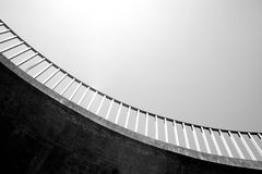 Opinión abstracta del primer de la pasarela de la calzada peatonal Imágenes de archivo libres de regalías