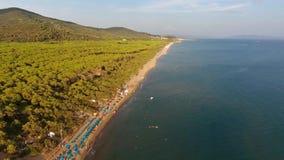 Opinión aereal del abejón del mar de Pescaia del della de Castiglione almacen de video