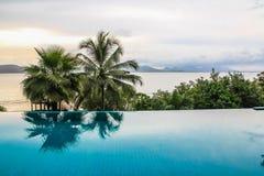 Opinión agradable del mar de la piscina Imagen de archivo libre de regalías
