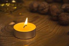 Opinión agradable maravillosa del primer de la vela ardiente Foto de archivo