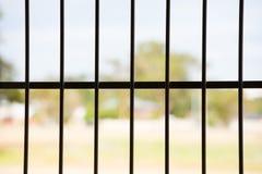 Opinión al aire libre de la ventana de rejilla de acero de la seguridad Imagenes de archivo