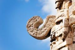 Opinión ascendente cercana constructiva de la pieza del maya antiguo, México Imagen de archivo libre de regalías
