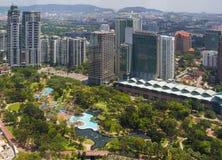 Opinión asombrosa de la ciudad en el centro de Kuala Lumpur fotografía de archivo libre de regalías