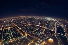 Opinión asombrosa de la noche de la torre Eiffel francesa; horizonte hermoso o Fotos de archivo libres de regalías