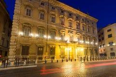 Opinión asombrosa de la noche de Palazzo Giustiniani en la ciudad de Roma, Italia Fotografía de archivo libre de regalías