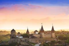 Opinión asombrosa sobre el castillo en Kamianets-Podilskyi, Ucrania Fotos de archivo