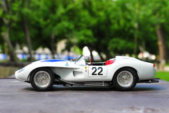 Opinión automotriz de lado izquierdo de la defensa el pontón de Rossa del Testa de Ferrari que compite con Imagenes de archivo