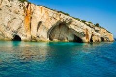 Opinión azul famosa de las cuevas sobre la isla de Zakynthos, Grecia Imagen de archivo libre de regalías
