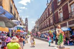 Opinión céntrica de la calle de Ciudad de México Foto de archivo libre de regalías