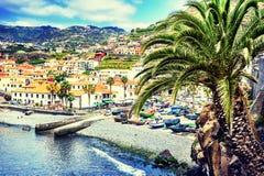 Opinión Camara de Lobos, pequeño pueblo del pescador, Madeira Imagenes de archivo