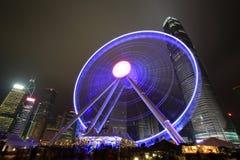 Opinión central de la noche de Hong Kong con la nueva noria Fotografía de archivo