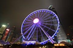 Opinión central de la noche de Hong Kong con la nueva noria Foto de archivo