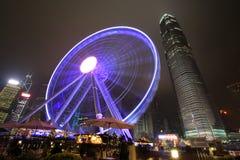 Opinión central de la noche de Hong Kong con la nueva noria Foto de archivo libre de regalías