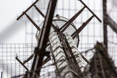 Opinión cercana sobre el top de la torre Eiffel Foto de archivo libre de regalías