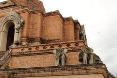 Opinión cercana Wat Chedi Luang, Chiang Mai fotografía de archivo
