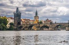 Opinión Charles Bridge, Praga, República Checa foto de archivo libre de regalías