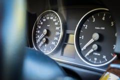 Opinión chispeante del tablero de instrumentos del grafito de la serie E90 330i de BMW 3 en el m Imagen de archivo
