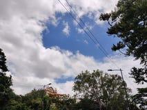 Opinión clara del cielo en Bangalore imagenes de archivo