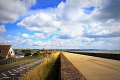 Opinión costera Kent England del verano del camino A259 Fotos de archivo libres de regalías