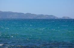 Opinión cristalina de la costa imagenes de archivo