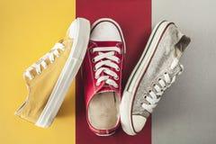 Opinión de ángulo de alto de los zapatos de lona fotografía de archivo libre de regalías
