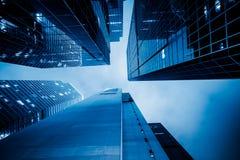 Opinión de ángulo bajo de rascacielos imagen de archivo libre de regalías
