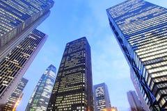 Opinión de ángulo bajo del edificio moderno imagenes de archivo