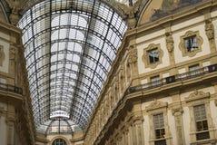 Opinión de ángulo bajo del techo de cristal adornado Fotos de archivo libres de regalías