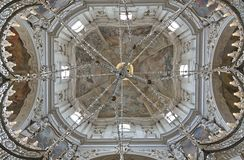 Opinión de ángulo bajo de la bóveda del frescod de la iglesia del santo Nichol fotografía de archivo libre de regalías