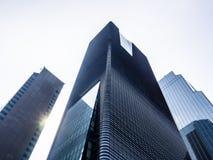 Opinión de ángulo bajo de rascacielos modernos en Seúl, Corea del Sur Perspectiva de debajo imágenes de archivo libres de regalías