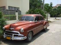 Opinión de ángulo de un coche americano viejo Imagenes de archivo