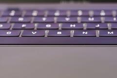Opinión de ángulo del keybaord del ordenador portátil fotografía de archivo