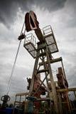 Opinión de ángulo inferior del primer de la exploración petrolífera Fotografía de archivo libre de regalías