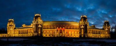 Opinión de última tarde del palacio Tsaritsyno adornado para la Navidad Foto de archivo