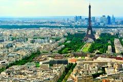 Opinión de Airel de la torre Eiffel y del Champ de Mars Fotos de archivo