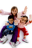 Opinión de alto ángulo de gozar a niños Fotografía de archivo libre de regalías