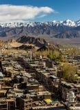 Opinión de alto ángulo del bazar principal en la ciudad de Leh Fotos de archivo libres de regalías