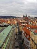 Opinión de alto ángulo del centro histórico de Praga imágenes de archivo libres de regalías