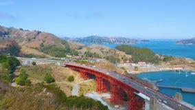 Opinión de alto ángulo de la bahía y de las montañas de herradura de Sausalito almacen de video